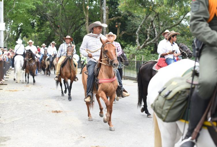 Más-de-1.200-equinos-participaron-en-la-cabalgata-sanjuanera.jpg