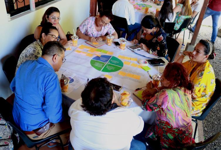 Mesas-de-trabajo-con-profesionales-y-víctimas-del-conflicto..jpg