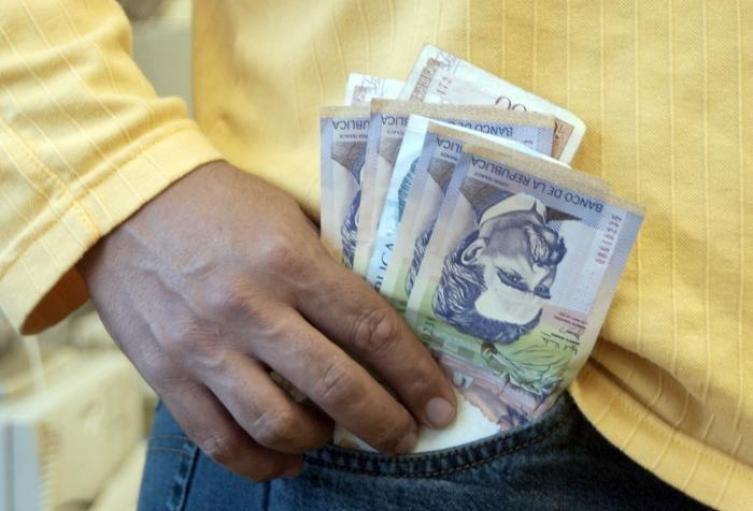 Nobel-de-Economía-sugiere-que-el-salario-mínimo-en-Colombia-es-muy-alto.jpeg