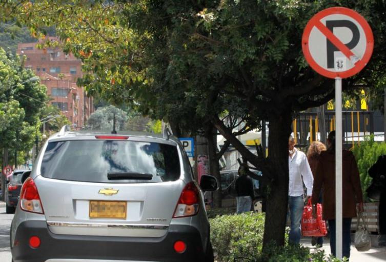 Sin-señal-de-prohibido-parquear-agentes-no-podrán-imponer-comparendos.jpg