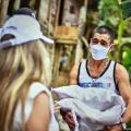 Entrega ayudas humanitarias Las Delicias