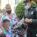 ¡Bonito gesto! Tras quedar en la calle debido al incendio en Villa Luces, la comunidad entrega ayudas