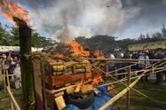 La policía de Indonesia acabó este jueves con una pirámide de 800 kilogramos de marihuana.