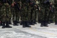 Los uniformados estarían vinculados por la muerte de un habitante de calle en un supuesto combate con bandas criminales.