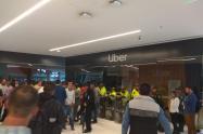 Taxistas protestaron contra la plataforma Uber