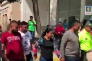 Las personas capturadas en la redada de la Fiscalía contra prestamistas gota a gota