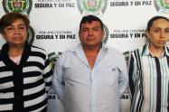 De derecha a izquierda: Lilia Alberta Ospina (jueza de Ataco), José Ismael Ortegón (tío) y María Alberta Fuentes (madre).