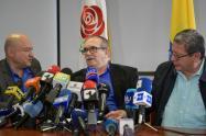Rodrigo Londoño, jefe del partido Farc, acompañado de 'Carlos Antonio Lozada' y 'Pablo Catatumbo'.