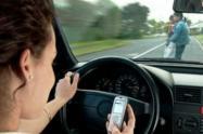 Por conducir mientras usaban el celular, fueron sancionados 200 ibaguereños