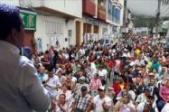 El candidato Mauricio Pinto a escasos días de las elecciones; seguirá recorriendo municipios y comunas de la capital tolimense