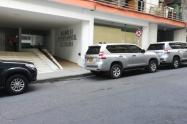 Carros mal parqueados