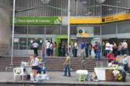 Los colaboradores de la entidad buscan entregar $150. 000 pesos en efectivo a 15 mil jefes de hogar