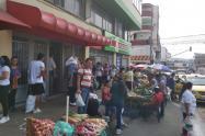 Largas filas en los supermercados de Ibagué
