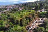 El cierre se estableció en la Vereda Águila Alta a la altura de la Quebrada Grande límite entre Melgar e Icononzo