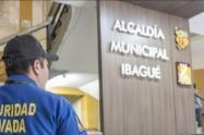La empresa de Vigilancia Privada El Trébol, decidió dejar sin trabajo a más de 100 guardas de seguridad