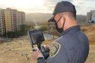Policía utiliza la tecnología para monitorear aislamiento.