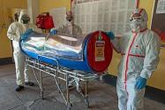 Bomberos del Tolima construyen capsula para pacientes Covid-19