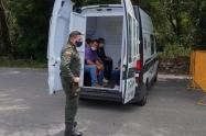 Escondidos entre bultos de fruta y verdura 5 personas pretendían ingresar a El Espinal