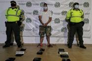 El hombre fue sorprendido por las autoridades seccionales que realizaban operativos en la terminal de la municipalidad.