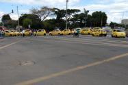 Taxistas esperan la presencia del alcalde y secretario de Gobierno de Ibagué