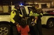 Habitante de calle encontró dos niños a la madrugada y los entregó a la policía