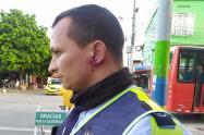 ¡Intolerancia! Motociclista cogió a piedra a un 'Azul' porque le inmovilizó la moto en Ibagué