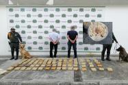 ¡Sin tregua al microtráfico! Capturaron dos sujetos que se movilizaban con casi 38 kilos de marihuana en el sector del Papayo