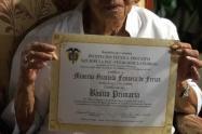 La abuela pretende terminar el bachillerato