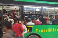Transmilenio lleno en Bogotá durante el segundo pico de la pandemia