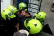 [Video] tres policías heridos dejó otra asonda contra la policía en Bello