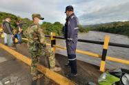 Continúa la  búsqueda de militar en aguas del Río Negro, en Íquira