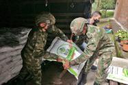 Ejército acompaña la entrega de Bienestarina del ICBF que beneficiará a menores en el Tolima