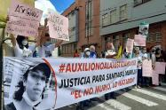 Plantón en memoria de Santiago Murillo