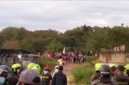 Autoridades realizan desalojo de invasores de Nueva Castilla