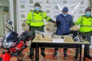 Sorprendieron a motociclista transportando 8 kilogramos de base de coca en carreteras del Guamo