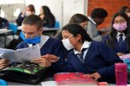 Estudiantes en salones de clases-- imagen de referencia 2021