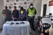 Con tremendo arsenal sorprendieron a dos sujetos que se movilizaban en moto por Ataco, sur del Tolima