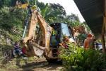 Maquinaria amarilla realiza trabajos en zona del alud en Calarcá.